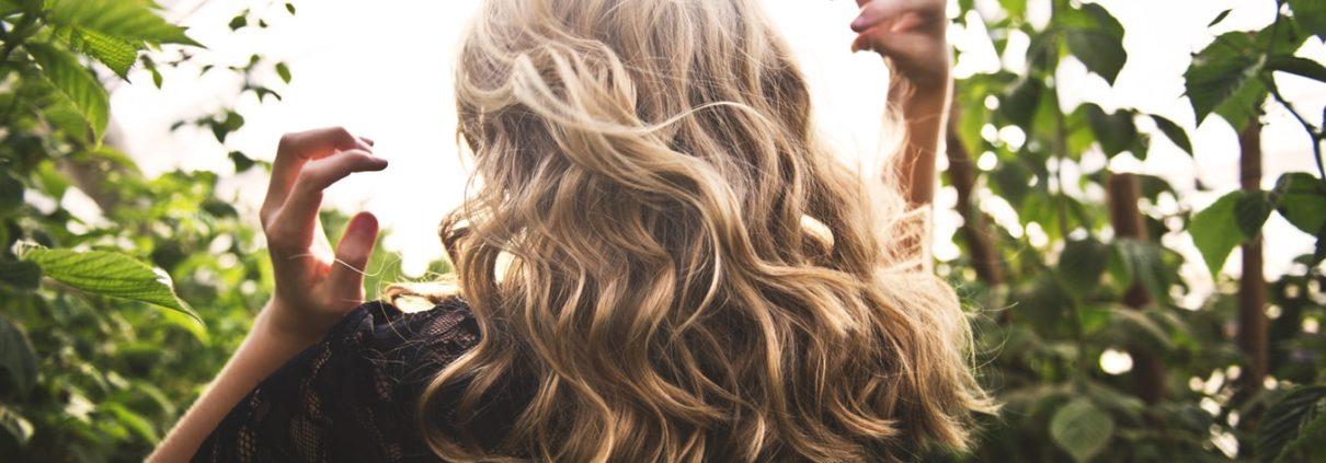 belle extension de cheveux blond