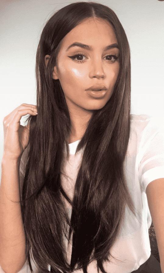 jeune fille cheveux longs